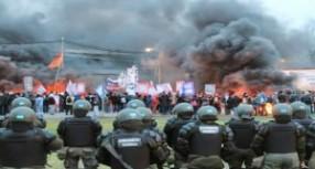 Arjantin'de hükümet krizde, işçiler genel grevde