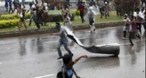 Pakistan'da hükümet karşıtı gösteriler sürüyor: 3 ölü, yüzlerce yaralı