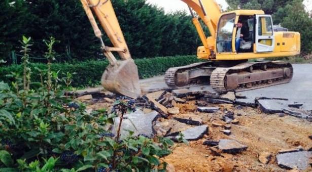 Validebağ'da kaçak inşaata karşı direniş sürüyor, polis destekli zabıtalar halka saldırdı
