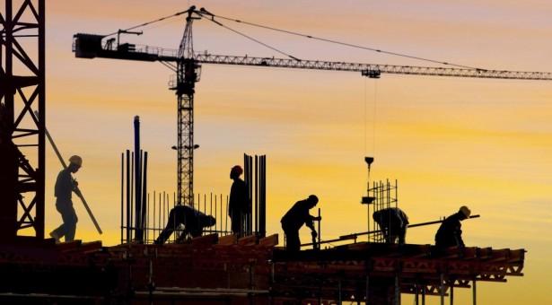 Sanayi arkaya, inşaat öne…